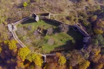 cetatea-saschiz-din-mures-intra-in-renovare.-autoritatile-au-obtinut-fonduri-europene-din-care-vor-reconstrui-totul