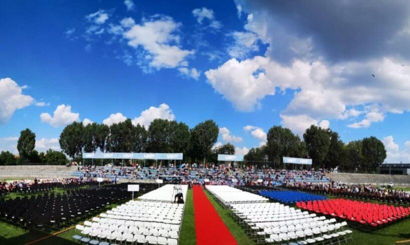 festivitatea-de-absolvire-a-promotiei-2019-a-umfst-targu-mures-incepe-in-aceste-momente-la-stadionul-municipal-din-targu-mures