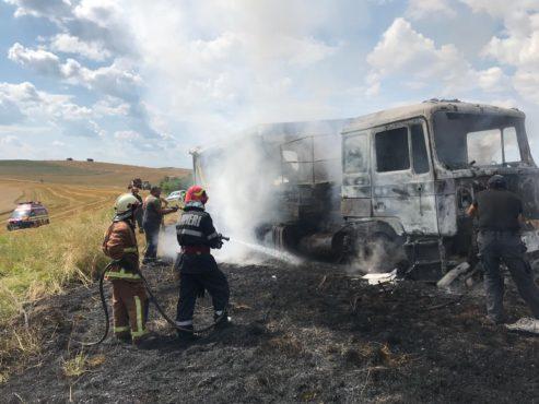incendiu-la-un-autocamion-la-faragau