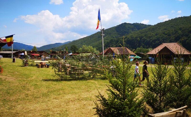 a debutat cea de a xv a editie a festivalului de traditii si obiceiuri de pe valea muresului
