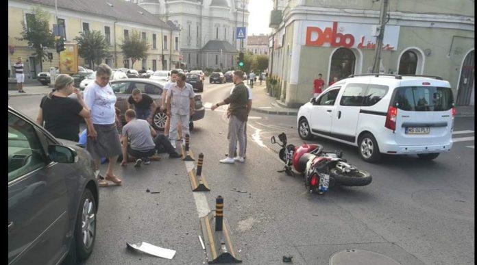 accident grav in piata bernady din targu mures un motociclist ranit