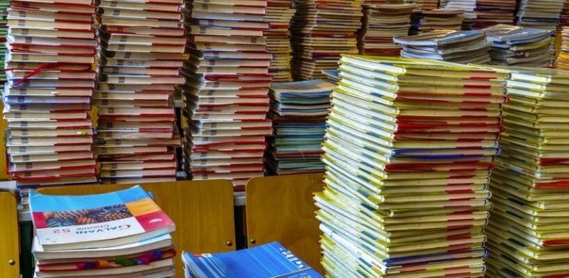 90 din manuale au ajuns deja in scolile din mures
