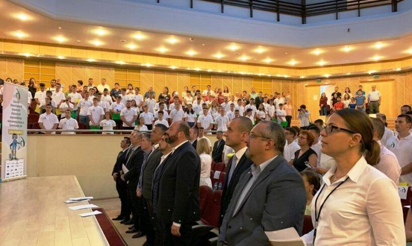 peste-200-de-elevi-brasoveni-au-absolvit-invatamantul-dual