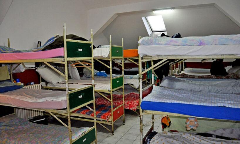 presiuni pentru amanarea inchiderii azilului de noapte