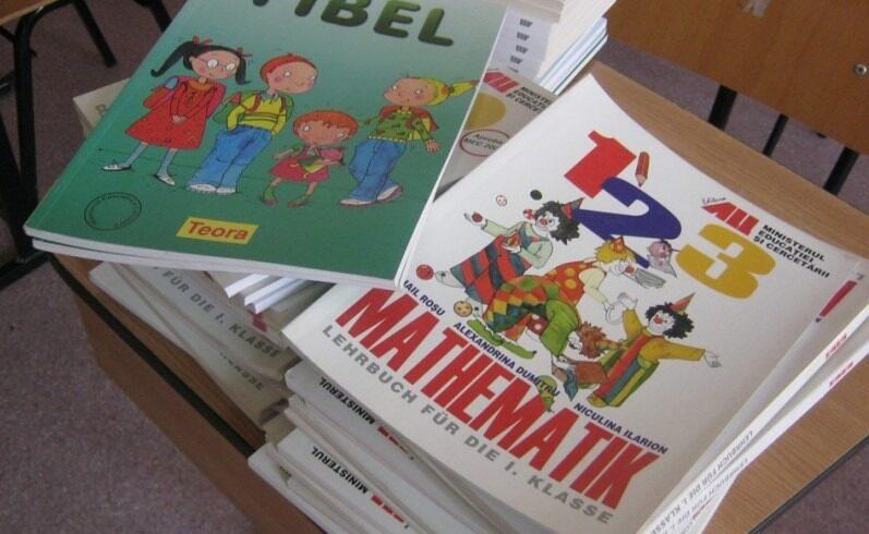 si-in-harghita-intarzie-manualele-scolare-in-limbile-minoritatilor-nationale