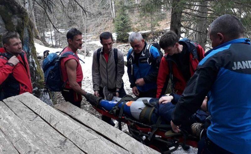 pompierii-harghiteni-au-intervenit-pentru-recuperarea-unui-copil-ranit-pe-valea-varghisului