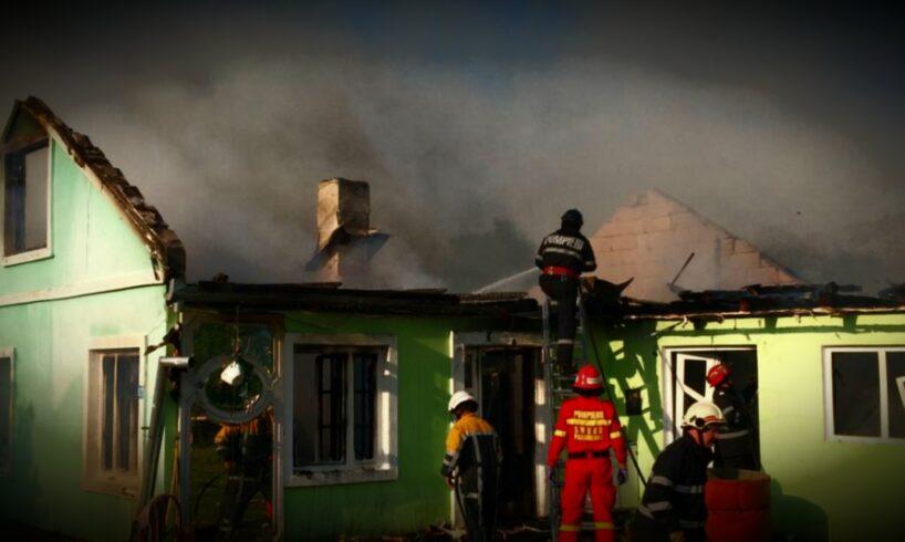 azi flacarile puternice au distrus aproape complet o casa foto