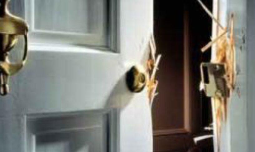 politia.-muresean-prins-dupa-ce-a-furat-si-fetele-de-masa-dintr-o-casa!
