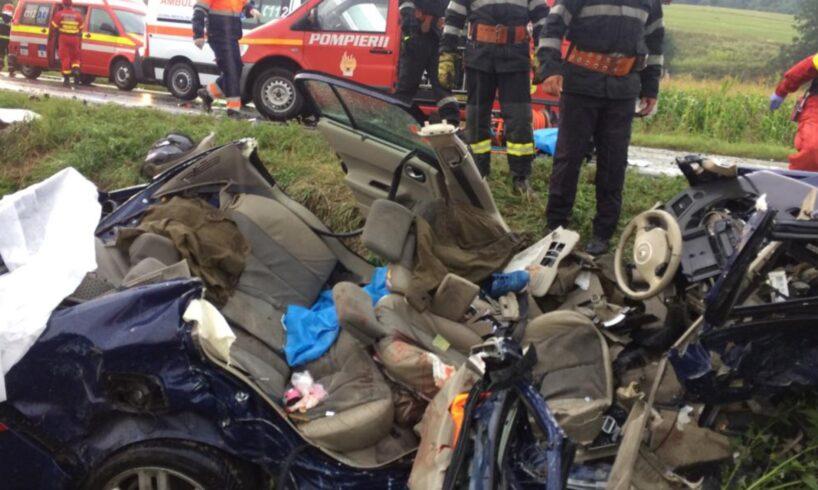 video doi oameni au murit in urma impactului devastator intre un tir si o masina pe dn13 rip