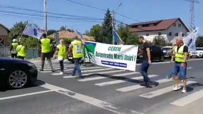 cateva zeci de ieseni au protestat pentru autostrada tg mures iasi