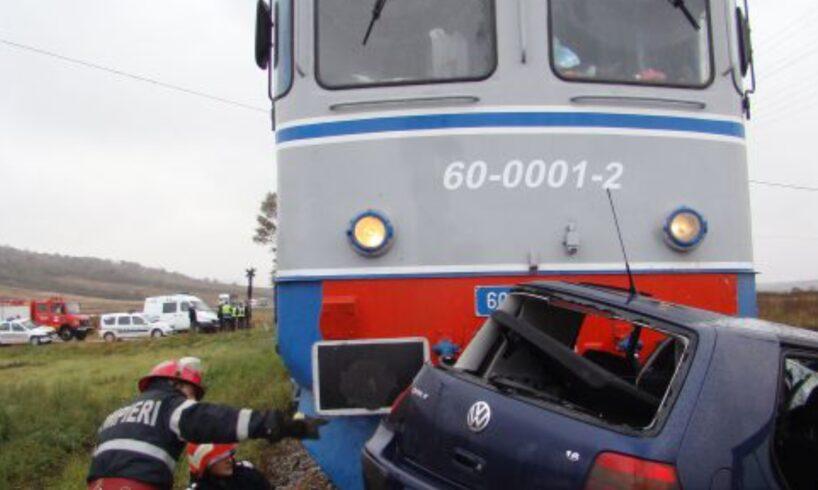 azi.-doua-victime-dupa-ce-o-masina-a-fost-lovita-de-tren,-pe-dc-94!