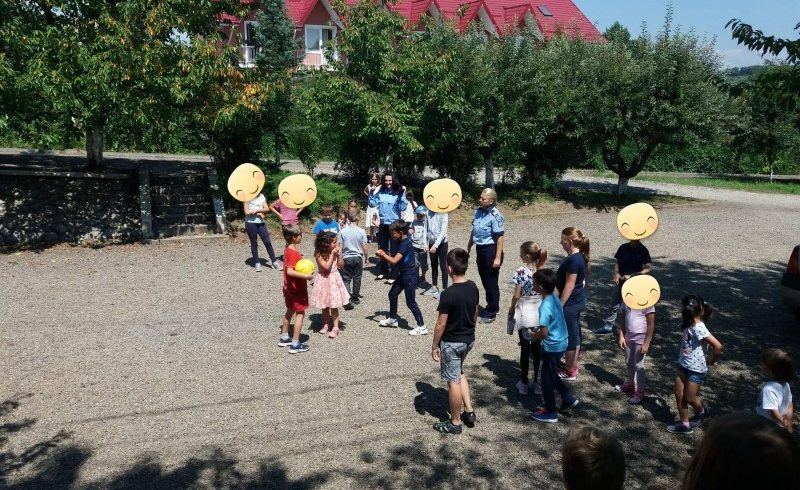 politistii mureseni au indrumat sute de copii spre siguranta