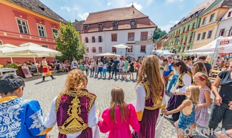 peste-600-de-participanti-la-festivalul-'proetnica'-sighisoara