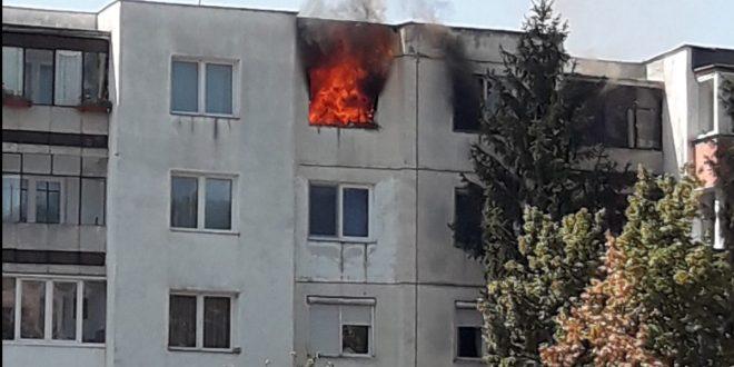 foto:-update-–-incendiu-violent-la-un-apartament-de-pe-strada-progresului