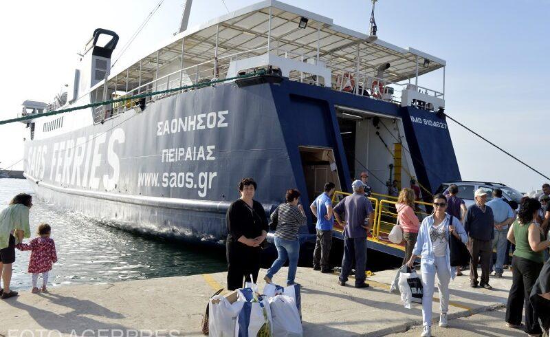 aproximativ-100-dintre-turistii-romani-blocati-pe-insula-samothraki-din-grecia-au-fost-transferati-pe-partea-continentala-a-republicii-elene