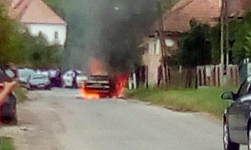 acum o masina s a facut scrum dupa ce a ars ca o torta pe carosabil