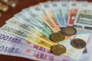 romanii-care-muncesc-in-strainatate-vor-putea-trimite-bani-in-tara-fara-comision