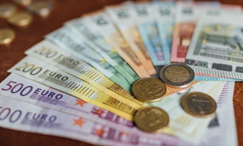 romanii care muncesc in strainatate vor putea trimite bani in tara fara comision