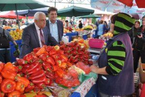 ministrul-agriculturii-s-a-intalnit-astazi-cu-producatorii-care-vand-in-piata-cuza-voda-din-targu-mures
