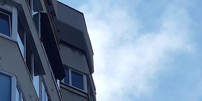 acum incendiu pe strada pandurilor la un apartament de la etajul 9
