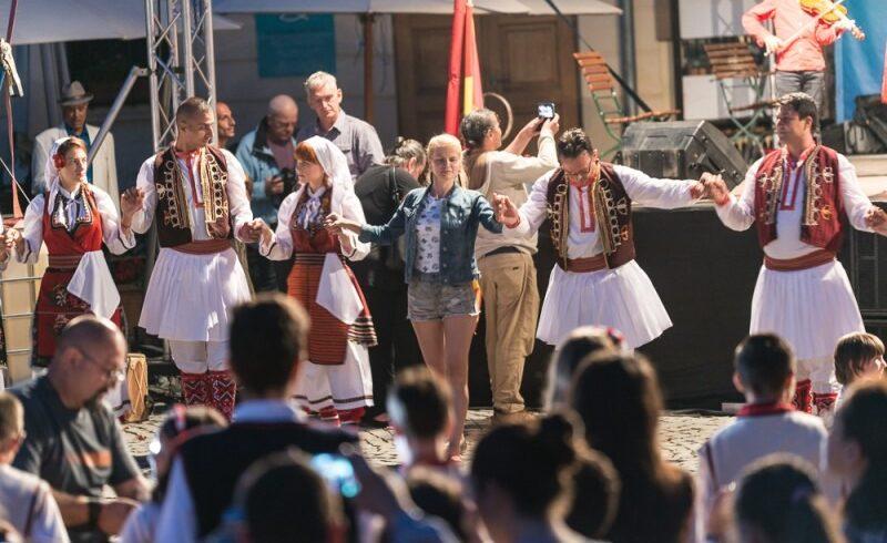 peste 600 de persoane vor explora multiculturalitatea la sighisoara