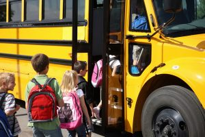 problema-transportului-scolar-intrajudetean,-dezbatuta-de-federatia-elevilor-si-de-cea-a-transportatorilor