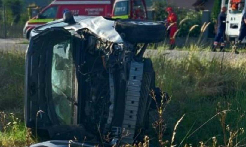 foto accident grav soldat cu victime si o masina rasturnata pe camp pe dj153c