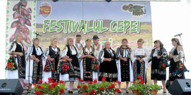"""foto:-700-de-ani-de-istorie,-serbati-la-""""festivalul-cepei""""-de-la-suseni"""