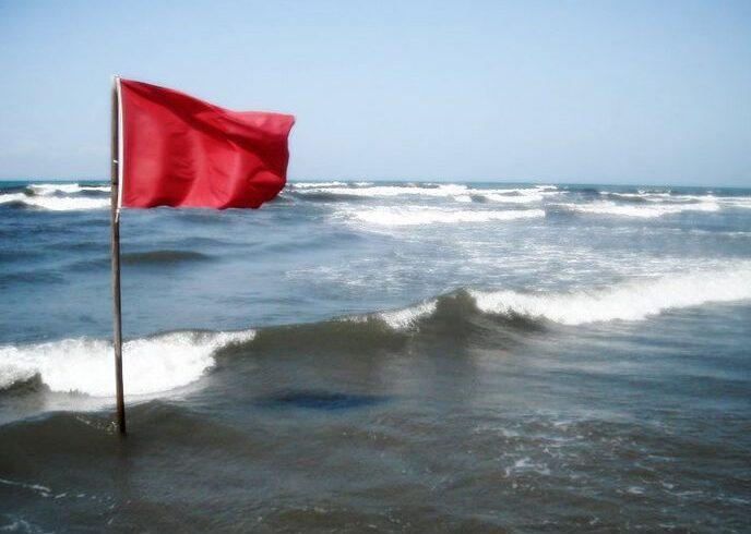 salvamarii au arborat in sudul litoralului steagul rosu care interzice scaldatul in mare