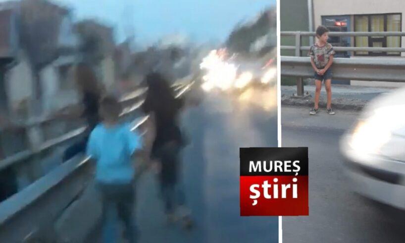 pericol-in-trafic!-copii-printre-masini-in-mijlocul-municipiului!-video