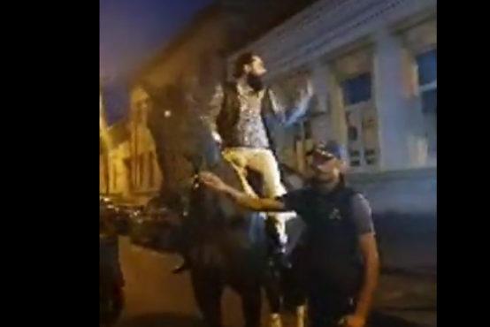 video socant pe cal prin fata politiei din targu mures