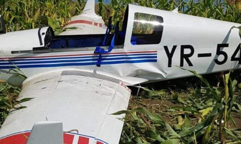 azi.-un-american-a-aterizat-fortat-cu-avionul-intr-un-lan-de-porumb-din-mures!