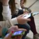 primarul sibiului spera sa i convinga pe elevi sa renunte la telefon si sa se joace in curtea scolii