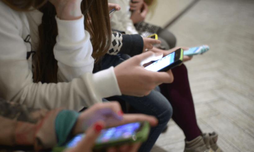 primarul-sibiului-spera-sa-i-convinga-pe-elevi-sa-renunte-la-telefon-si-sa-se-joace-in-curtea-scolii