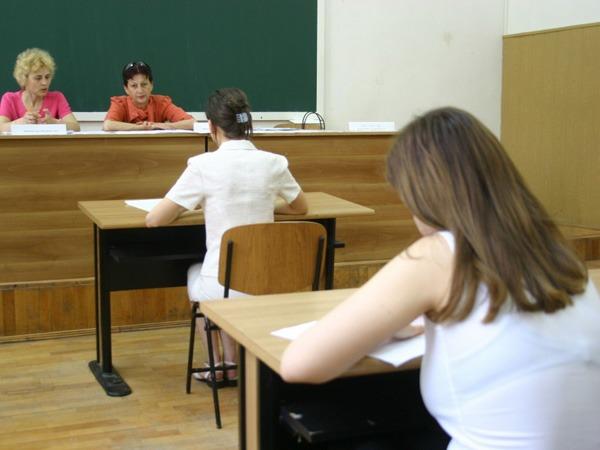 astazi si maine absolventii sustin proba orala la limba romana a examenului de bacalaureat