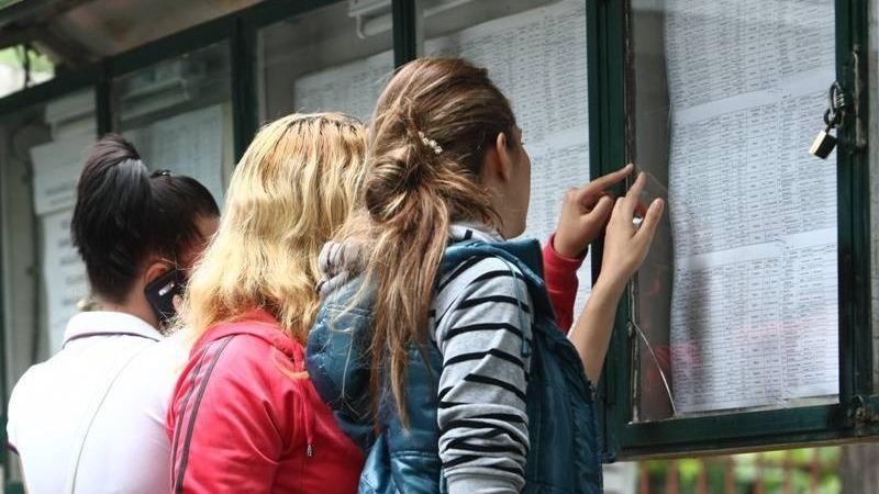 stimulente-financiare-din-partea-guvernului-pentru-elevii-care-au-luat-nota-maxima-la-bac-si-la-evaluarea-nationala
