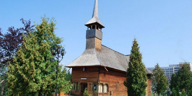 biserica de lemn sfanta paraschiva sfintita de ips irineu