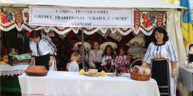 foto:-la-sarmasu,-expozitie-traditionala…-dar-si-delicioasa!