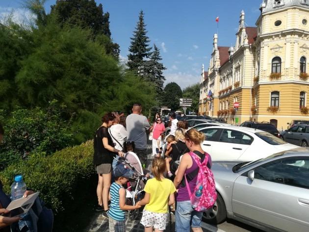 parintii-copiilor-si-personalul-gradinitei-13-au-protestat-in-fata-primariei-brasov