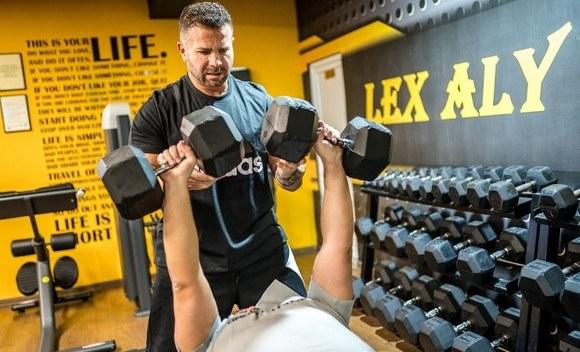 sportul antreneaza fericirea