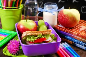 pachetul de acasa varianta de alimentatie sanatoasa pentru elevi