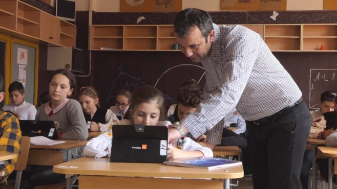 elevii-de-la-scoala-gimnaziala-acatari-invata-matematica-si-informatica-in-laboratorul-digitaliada