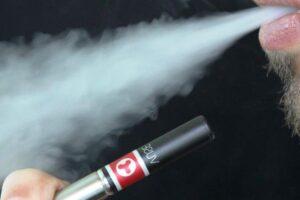 ministrul-sanatatii-vrea-ca-publicitatea-pentru-dispozitivele-care-incalzesc-tutunul-sa-fie-'limitata'