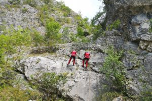 turistul accidentat in muntii fagaras a fost adus la targu mures cu elicopterul smurd