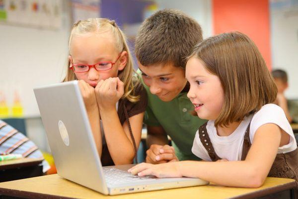 10 pentru siguranta copiilor pe internet