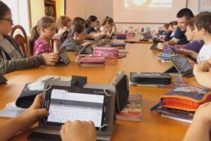 laborator-digitaliada-la-scoala-gimnaziala-din-acatari
