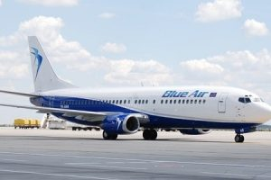un avion blue air a aterizat de urgenta