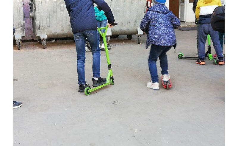 inedit pauze mai lungi sau zile fara teme pentru elevii care folosesc biciclete si trotinete