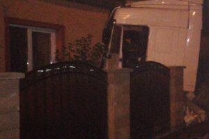 azi noapte un tir a iesit de pe drum si a rupt bransamentul de gaz din sangeorgiu de mures