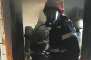 foto:-bloc-evacuat-din-cauza-unui-incendiu!-una-din-victime,-preluata-de-un-elicopter-smurd!